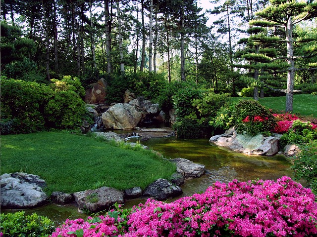 Gro e g rten mit gartenbereichen und sichtschutz - Garten strukturieren ...
